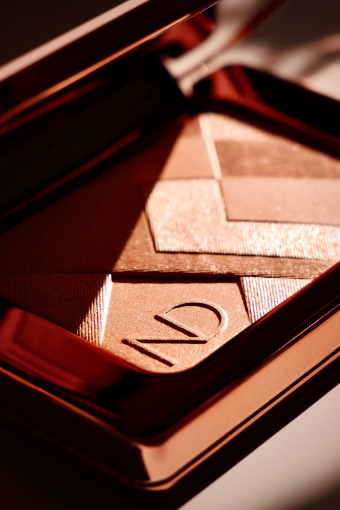 The Best 5 Powder Highlighters For A Seamless, Natural Glow